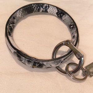 O-venture faux snake print key chain bangle